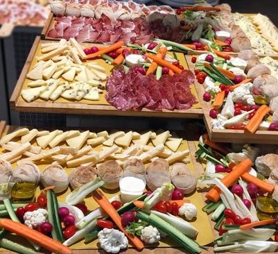 Planche de charcuteries et fromages italiens pour l'apéritif